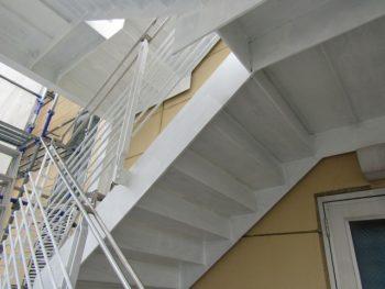 鉄骨階段のサビ止め