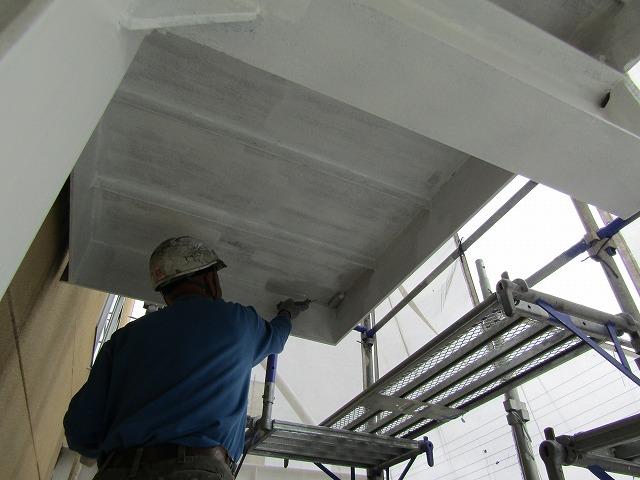 鉄骨階段の上塗り1回目塗装